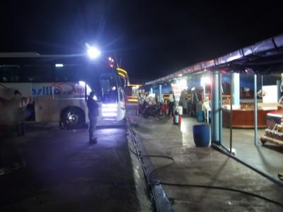 Zwischenhalt irgendwo zwischen Bucamaranga und Santa Marta gegen 03:00 Uhr