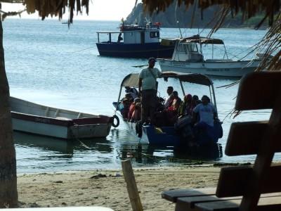 Ankommende Badegäste von den anderen Buchten in Taganga