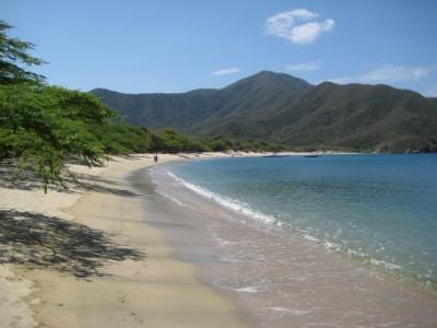 Der breite Strand von Bahia Concha beim Tayrona Nationalpark