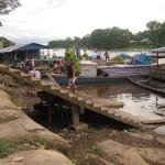 Szene am Hafen in Leticia Kolumbien