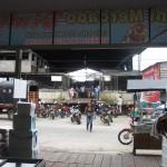 Straße vor dem Markt am Hafen in Leticia Kolumbien