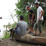 Szene am Ufer des Amazonas in Peru bei Santa Rosa