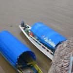 Boote auf dem Amazonas in Kolumbien bei Leticia