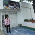 Enrike vor seinem neuen Lokal in Cali Kolumbien